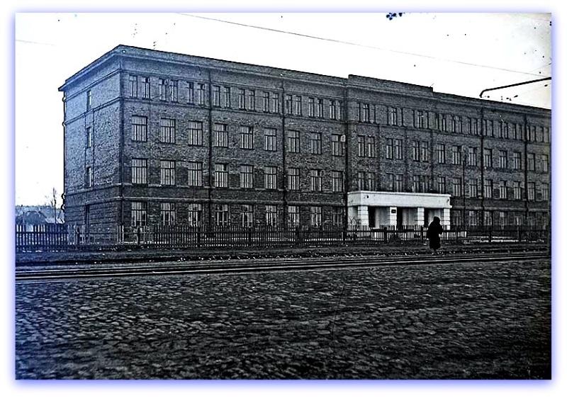 1937 год. Новое здание школы №23. Фотография из фонда Государственного исторического музея Южного Урала