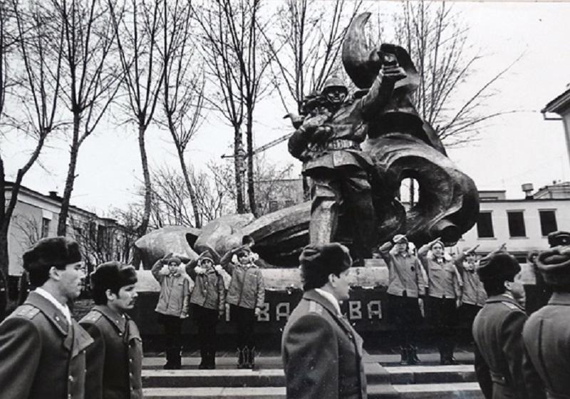 Открытие мемориального комплекса «Слава отважным». Ноябрь 1983 г. Фотография из фонда Челябинской пожарно-технической выставки