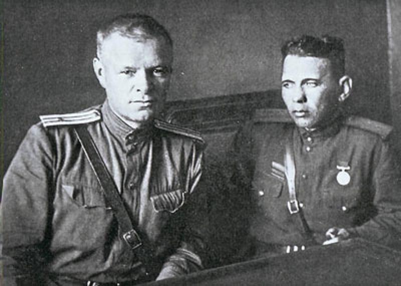 Начальник эвакогоспиталя № 1722 Петр Тарасов (слева). 1943 год  Источник: https://dostup1.ru/society/society_14854.html