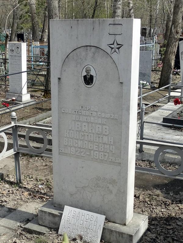 Памятник на Успенском кладбище. Май 2014 г.  Фото: Ю. Латышев