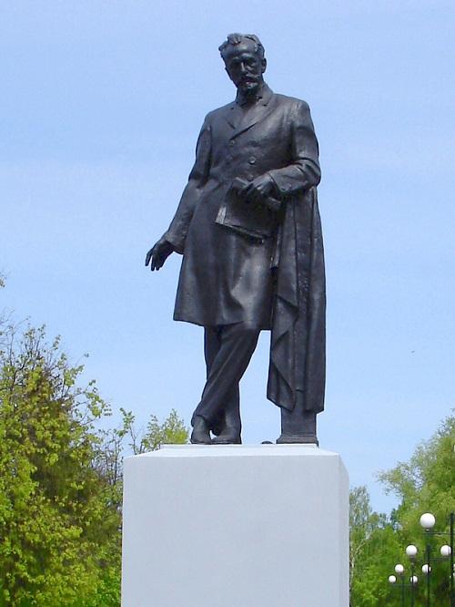 Памятник Чайковскому в г. Владимире. 2013 г. Источник: https://histrf.ru/lichnosti/pamyatnie-mesta/place/item-198