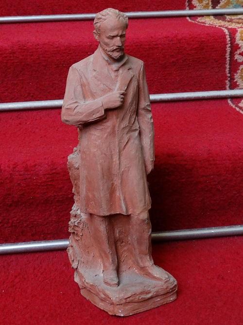 Статуэтка работы В. Цепелева. Фото: Ю. Латышев