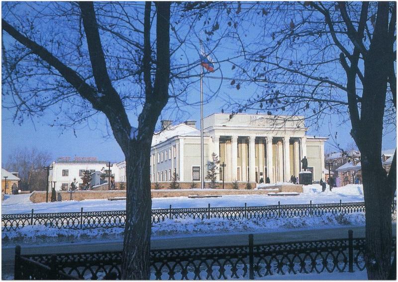 Дворец культуры «Строитель». 1990-е годы. Открытка