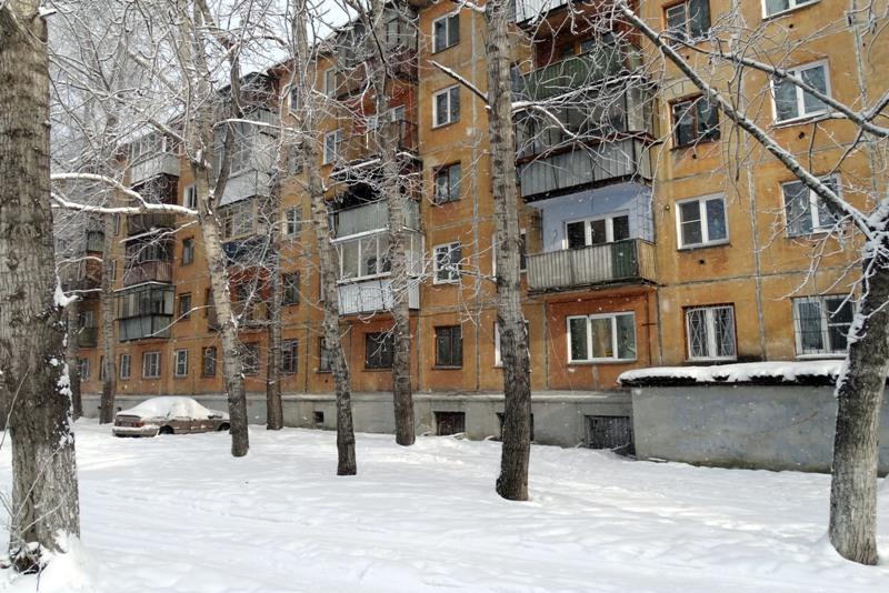 Ул. Октября 60 лет, 18, кв. 47 (третий подъезд, второй этаж)Февраль 2014 г. Фото: Ю. Латышев